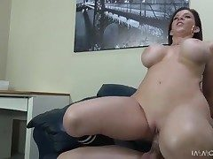 Curvy milf Sara Jay sits down on a rigid dick