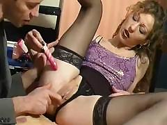 Mature French babe is using mouth and ass to realize this cock off