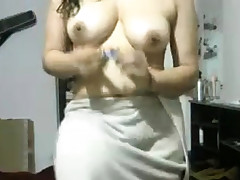 Indian Gf After Bathroom Showing Herself Naked On